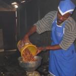 Fabrication du tcham-tcham pour les cantines d'écoles